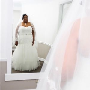 Wedding dress worn for less than 1 hour dry clean
